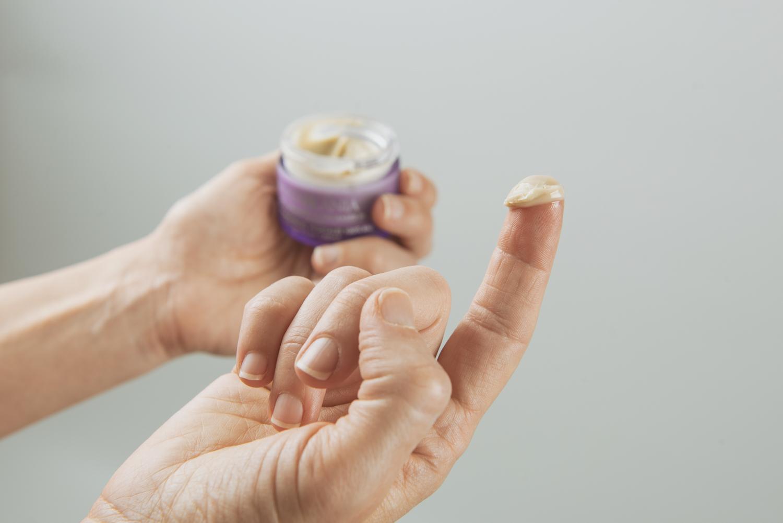 Textura cremosa del Desodorante BIO de MATARRANIA
